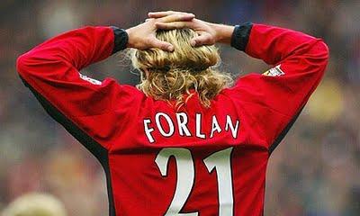 Diego Forlán jugó entre 2001 y 2004 en el Manchester United