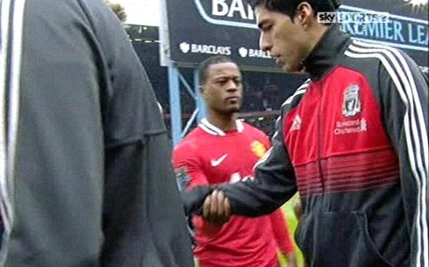 Luis-suarez-avoids-patrice-evra-s-handshake-at-old-trafford-854971271